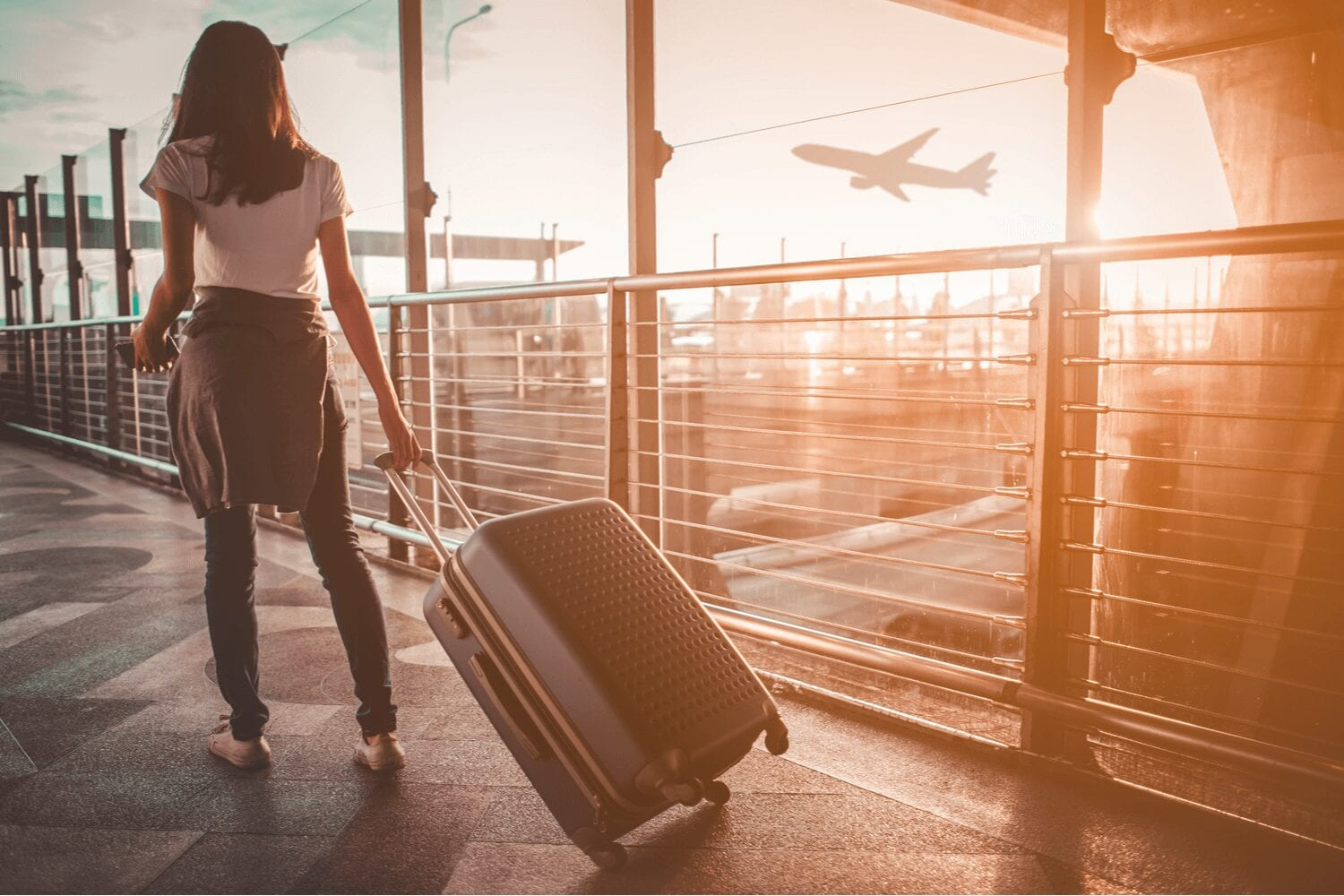 10 amazing ways to save money at the Airport