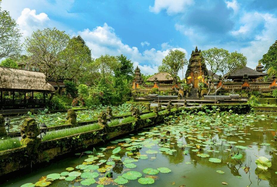 Temple de Pura Taman Saraswati in Bali