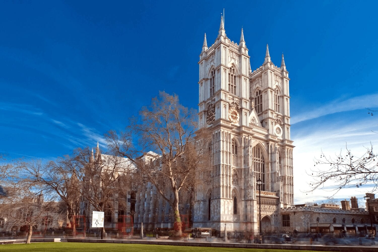 8 Beautiful Churches to Visit in London on your Next Trip